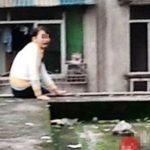 自分を見失ってビルから飛び降りようとする中国の人
