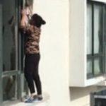 擦窗 ー 中国ではお家の窓を拭くのもかなりデンジャラス。