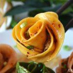 玫瑰饺子 ー 作るのとっても簡単 バラの花の餃子