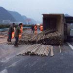超载超限 ー 中国名物過積載トラックが度を越え中国を壊しまくっている