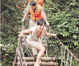 吊橋は揺れるほど渡る値打ちがあると思っている中国の人