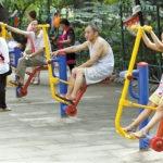 中国ではフィットネスは公園でできちゃいます。