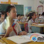 授業中でも扇風機が欲しい中国の生徒たち
