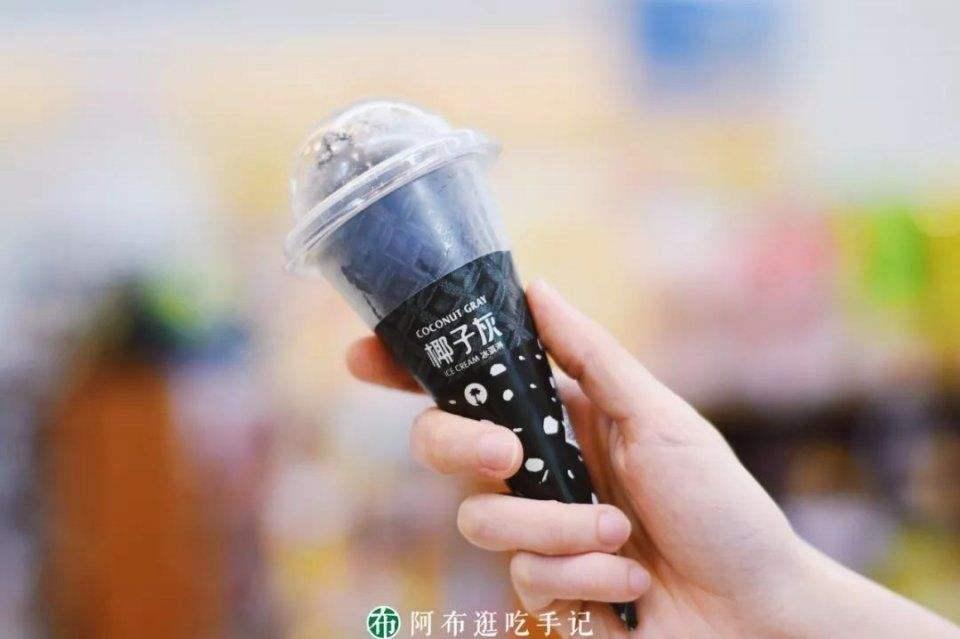 中国の全家便利店(ファミリーマート)のヤシガラ炭アイス