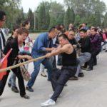 ついつい必死になってしまう中国の運動会の綱引き