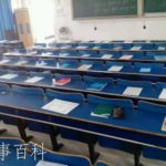 中国の大学では講義を受けるために場所取りが必要です