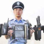 中国警察のいたずらっ子みたいな装備