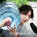中国の寮に住む女子学生は自分で飲料水を部屋に運ばなければなりません