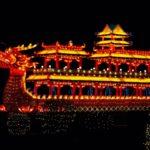 ちょいちょい沈む中国のドラゴンボート競争の船