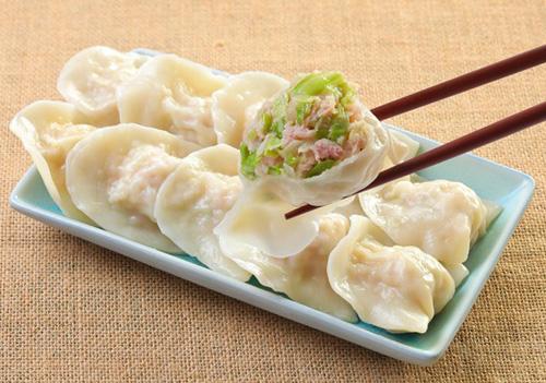 """中国の縁起物料理 """"餃子"""" はお家で大量に作るのです。"""