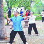 中国の朝の公園のお年寄りが健康すぎる