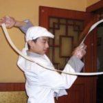 中国でカンフー麺と呼ばれる麺伸ばし技法