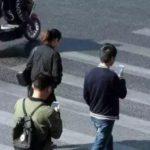 ながらスマホで効果的に現実逃避する中国の人たち