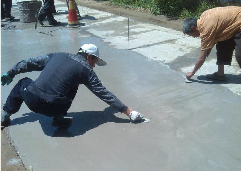 中国のコンクリート舗装業者は なかなか仕事が終わらない